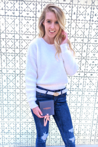 Fashion blogger in white sweater and jeans with Rocksbox jewelry